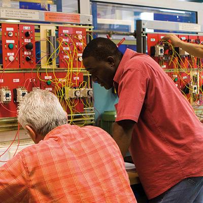 Intervenir électriquement ou dépanner des installations standards (Niveau 2)